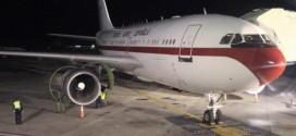 El avión en el que regresaba a España la Reina, averiado en Santo Domingo. Alberto Martín EFE