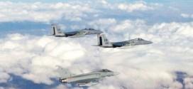 Vuelo conjunto de dos F.15 de la USAF con un Eurofighter español