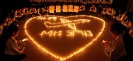 Estudiantes de un colegio en la ciudad china de Zhuji rezan por los pasajeros extraviados en el vuelo MH370. / ChinaFotoPress (Getty Images)