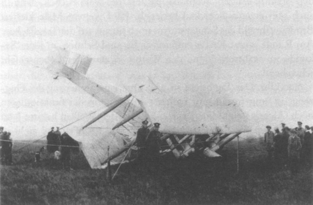 El Vickers Vimy de Alcock y Brown en el accidente a la llegada a Clifden