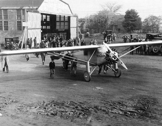 El Bellanca de Lindberg a la salida de la Fábrica