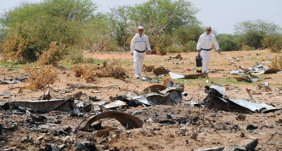 Forenses investigan el 29 de julio los restos del AH5017. / SIA KAMBOU (AFP)
