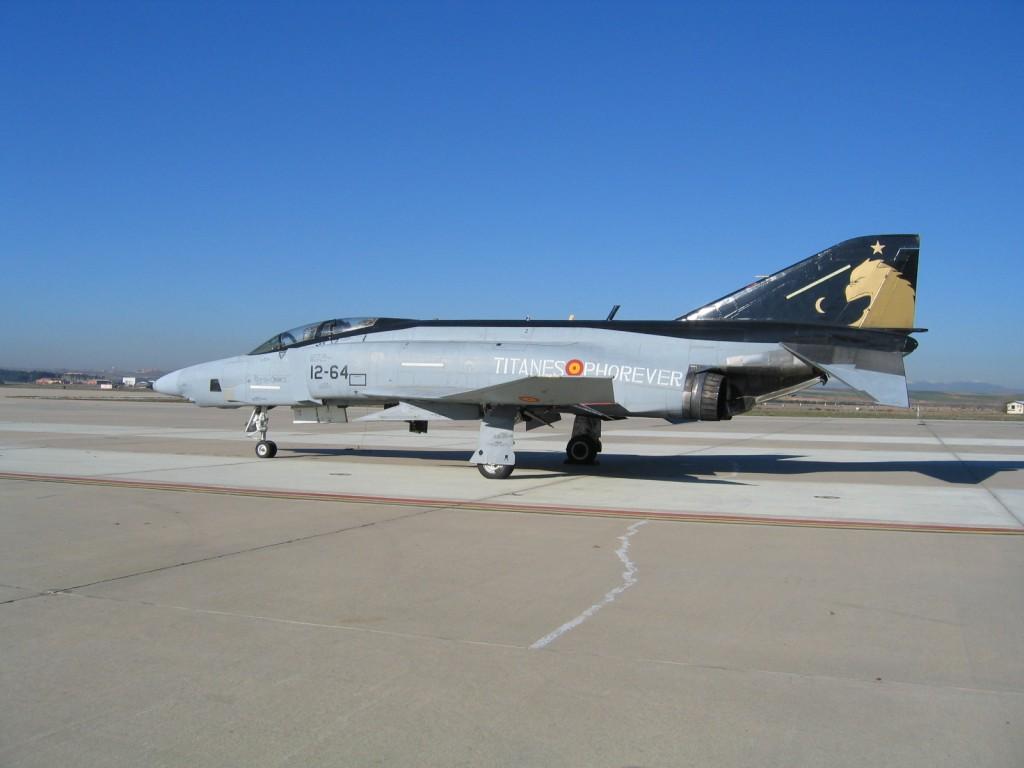 Foto: Uno de los integrantes del Escuadrón 123 en la plataforma de la Base Aérea de Torrejón. LMC.