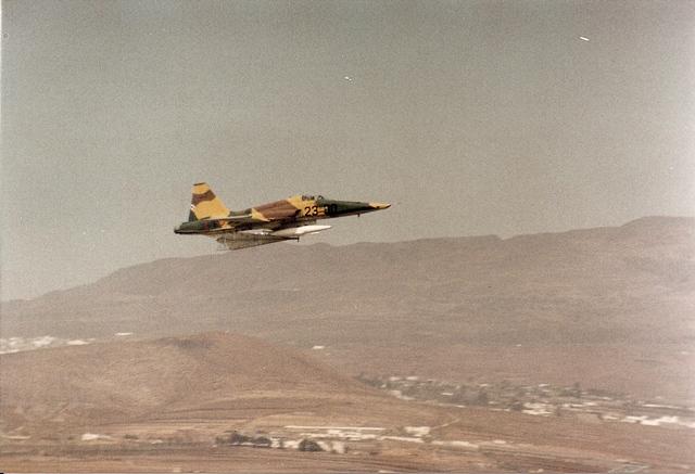Un F-5 Despegando de Gando