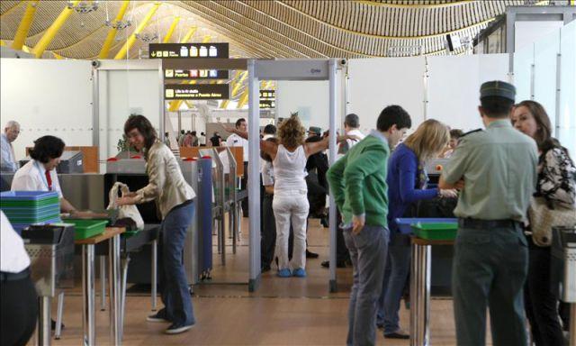 Los controles de seguridad del aeropuerto adolfo su rez for Oficinas aena madrid