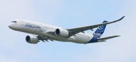 El primer A350XWB sobrevolando el Salón de Le Bourget en 2013