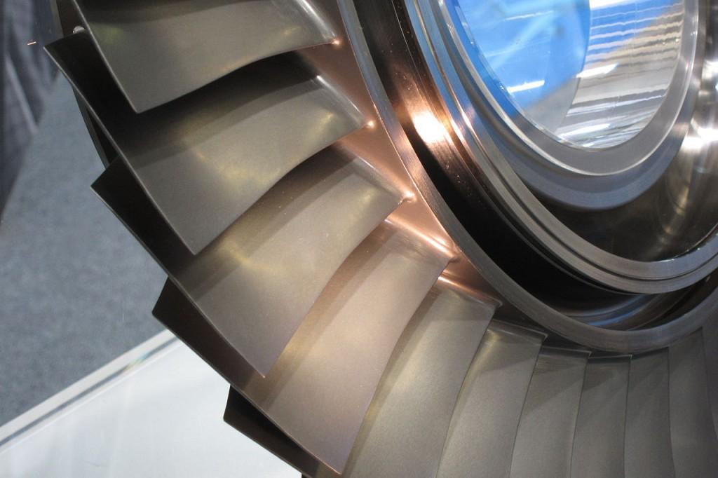 Conjunto álabe-disco del rotor. Se observa cómo ambos componentes forman una única pieza. (Oliver Cleynen).