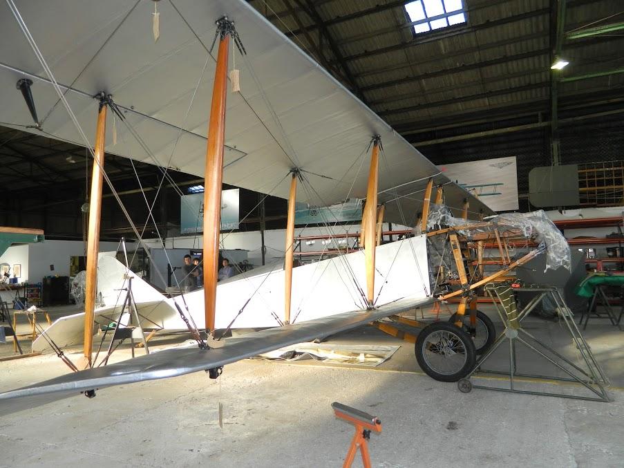 En el hangar en pleno proceso de restauración