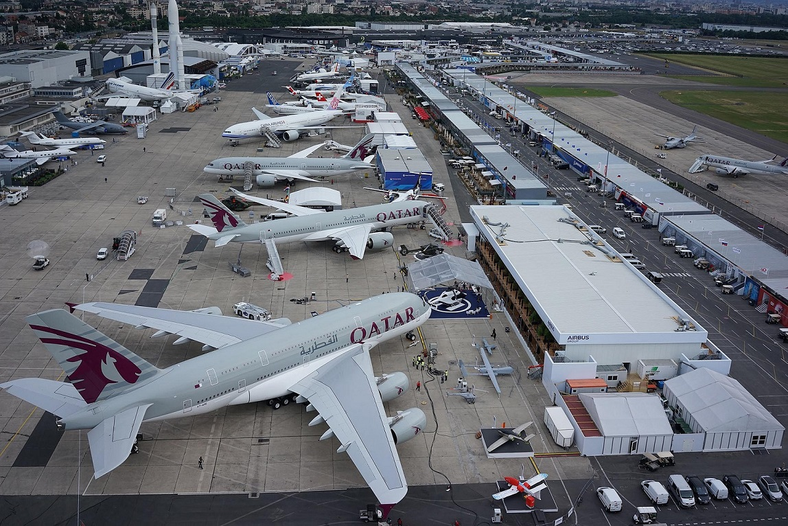 Qatar airways aerol nea protagonista en el par s air show for Air show paris 2015