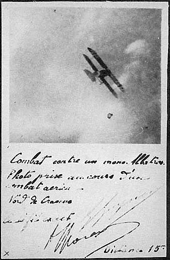 Fotografía tomada por Guynemer a 15 m. de distancia; un Albatros D.III a punto de ser derribado.  www.earlyaeroplanes.com