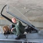 Pedro y Esther en uno de los aviones