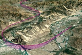 Infografías de aproximaciones RNP AR en 3D a Cajamarca, Perú (imagen superior), La Serena, Chile (imagen intermedia) y Lhasa, Tibet (imagen inferior). Todos son escenarios situados en áreas montañosas elevadas y en los que son palpables los beneficios de la alta precisión que se exige en la navegación lateral y vertical de esta especificación PBN.