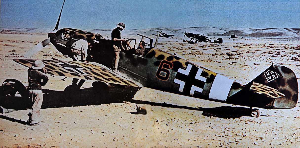 'Camuflaje excelente el de este Me 109 E de la JG 27 con la banda blanca del teatro de operaciones del Mediterráneo. Moteado superior gris azulado inferior con suave gradación en los costados. Fuente: foroparalelo.com