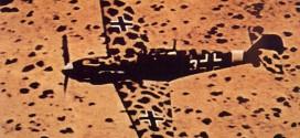 'La excelencia.Jamás he visto un camuflaje que funcione mejor que el de este Me 109 Emil de la JG 27 sobre Libia'  Fuente: ayay.co.uk/backgrounds/historical/