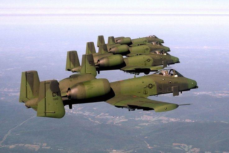 'Estos Fairchild A 10 portan el camuflaje 'European One' de dos tonos, que sustituyó en Europa en gran medida al camuflaje 'Vietnam' empleado por la USAF. Bastante eficaz