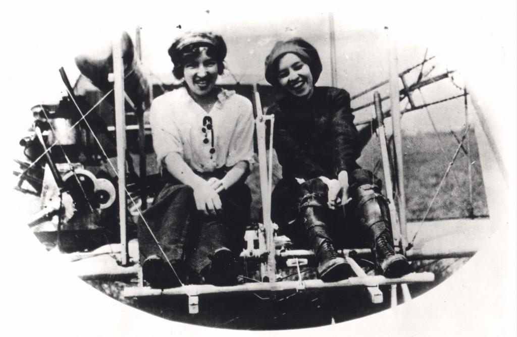 Katherine y Marjorie Stinson a comienzos de los años 1910.