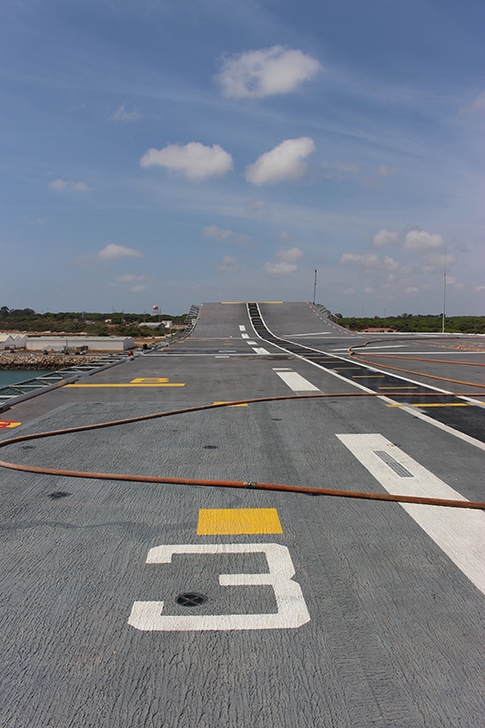 Vista de la cubierta de vuelo y del Sky Jump desde el Spot 3. Fuente: Hispaviación