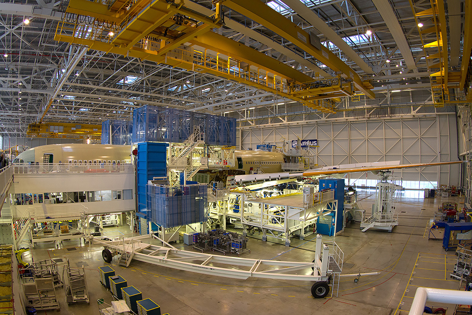 FAL (Final Assembly Line) del A350 en Tolousse. (Bernd K).