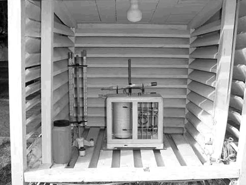 Garita meteorológica con termómetros y psicrómetro