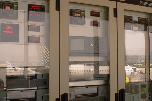 Sistemas de visualización, presentación y registro de distintos tipos de observaciones en la oficina meteorológica del aeropuerto de Granada (Fuente AEMET)