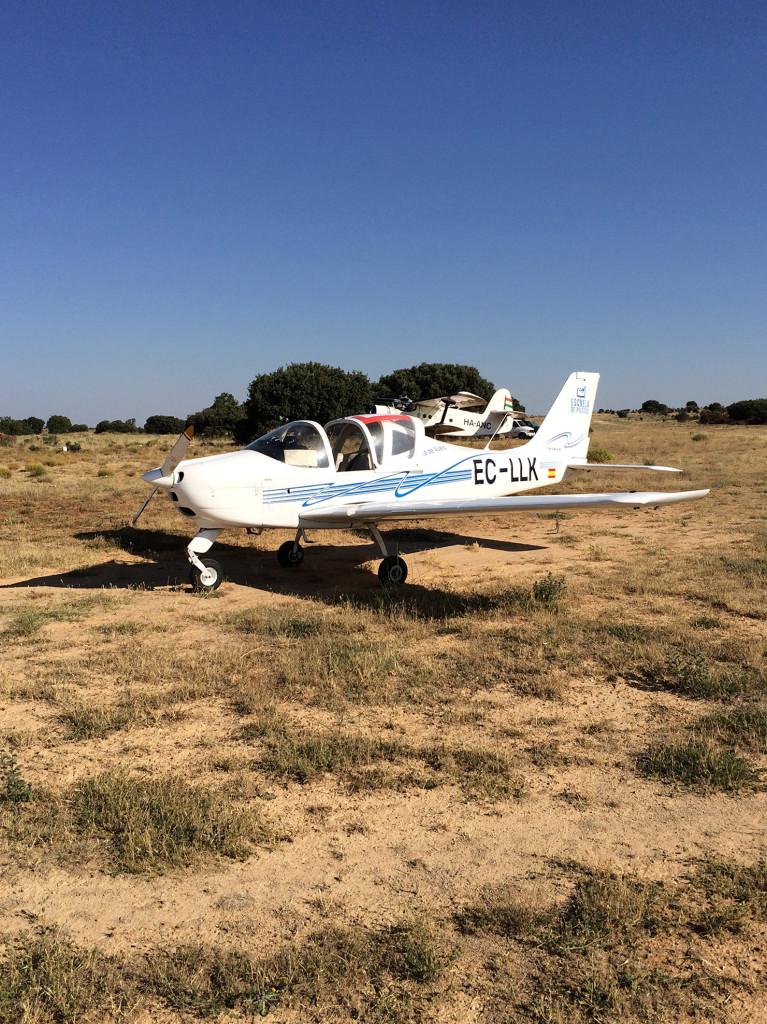 La Tecnam en el campo de vuelo de Sigüenza. (Autor).