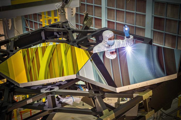 Espejos del Telescopio durante la fase de ensayos. Fuente: NASA/C. Gunn