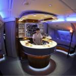 El Onboard Lounge y los dos Onboard Shower Spas se han convertido en una característica definitoria de la experiencia de alta calidad en los Emirates A380.