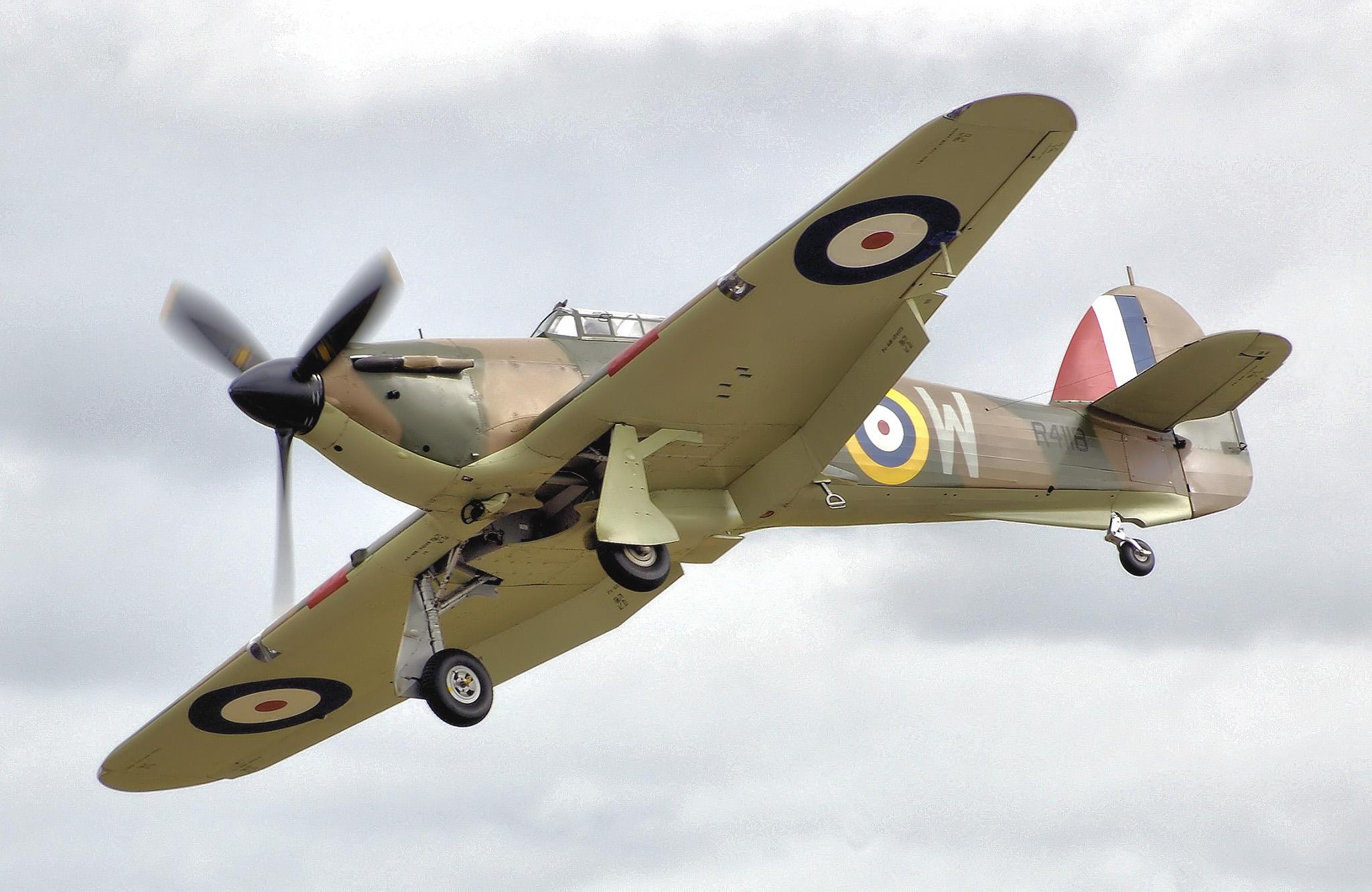 Hawker Hurricane Mk 1  R 4118. El único superviviente de los Hurricanes que combatieron en la Batalla de Inglaterra. En el escuadrón 603 realizó 49 salidas de combate, anotándose 3 derribos confirmados y 2 probables