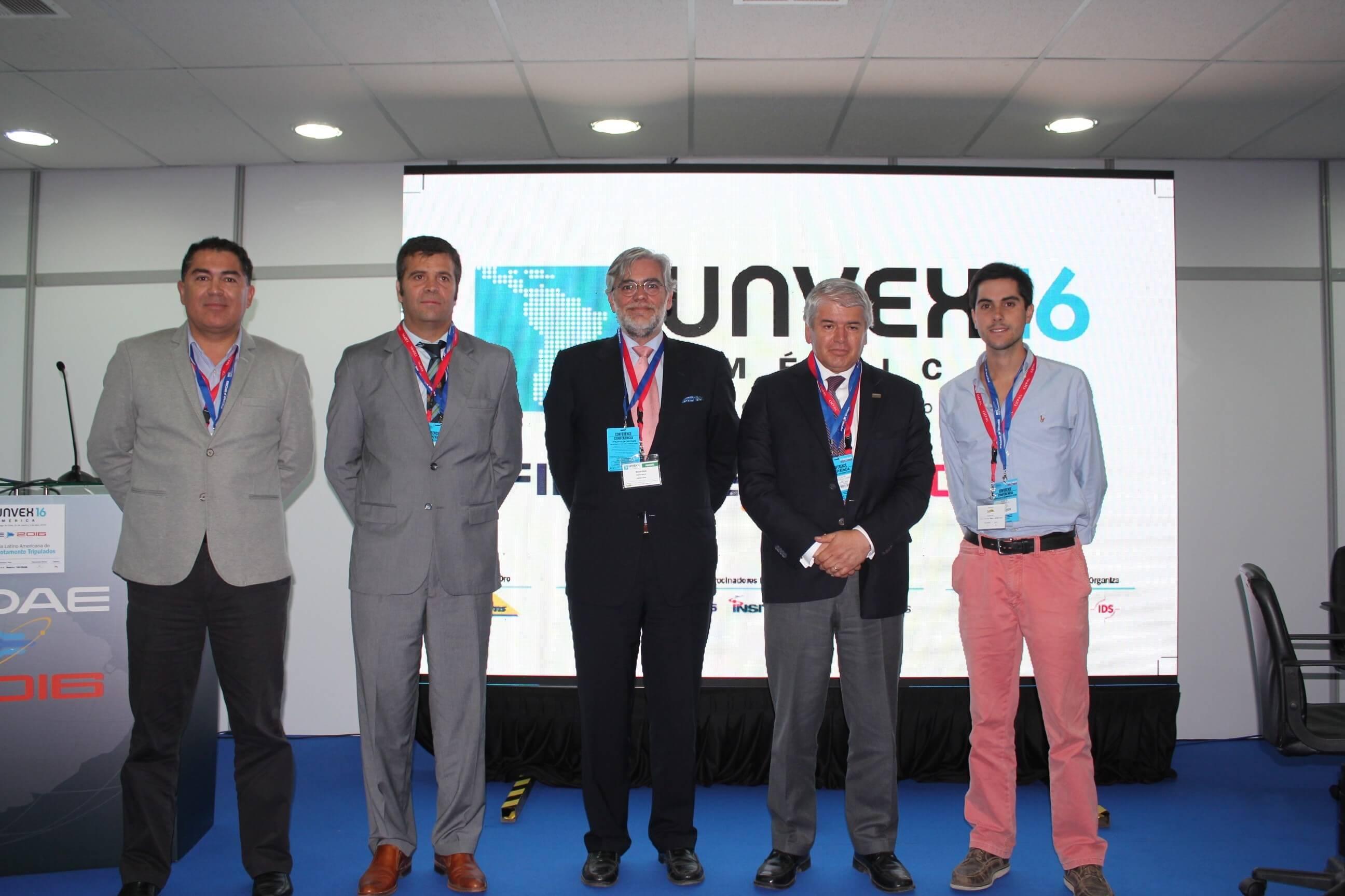 Firma en FIDAE 16 del proyecto Iberoamericano de Drones