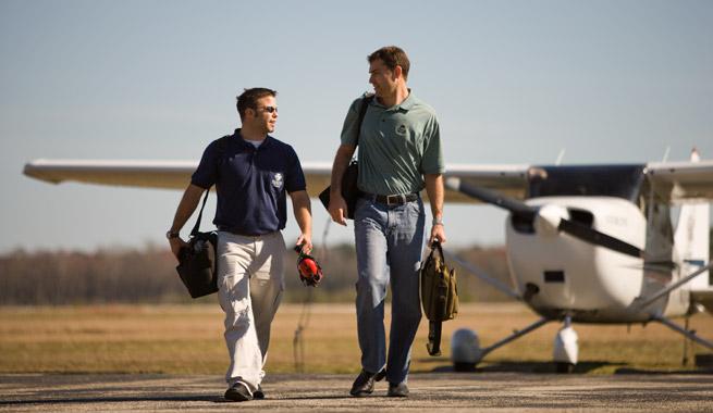 Alumno piloto e instructor. Fuente: AOPA