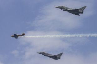 Formación del Yak52 de Salva ballesta y los dos C.16