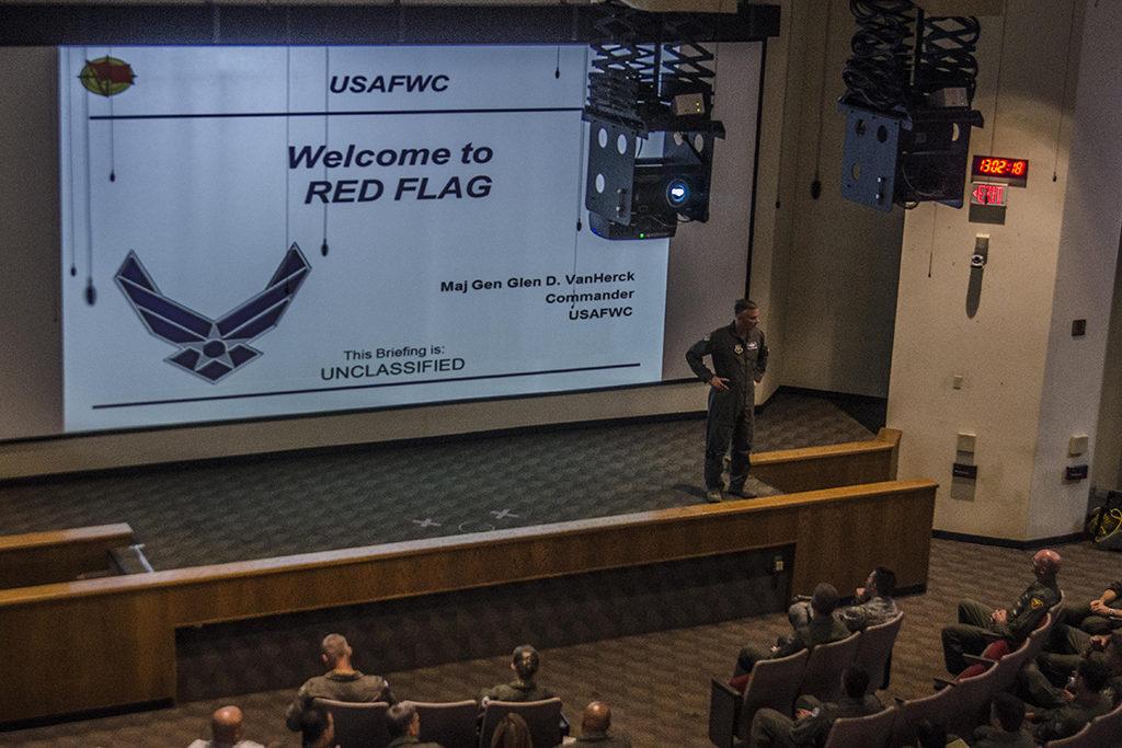 Reunión inicial con los participantes del Red Flag. Foto: USAF, Nellis