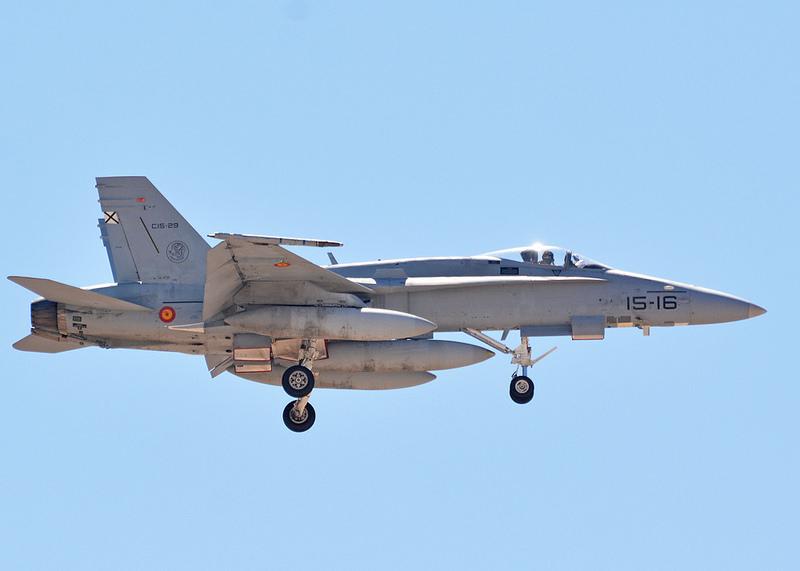 F-18 del Ala 15 volviendo de una misión