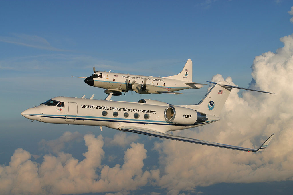 G-IV y P-3 Orión en vuelo. Foto: NOAA
