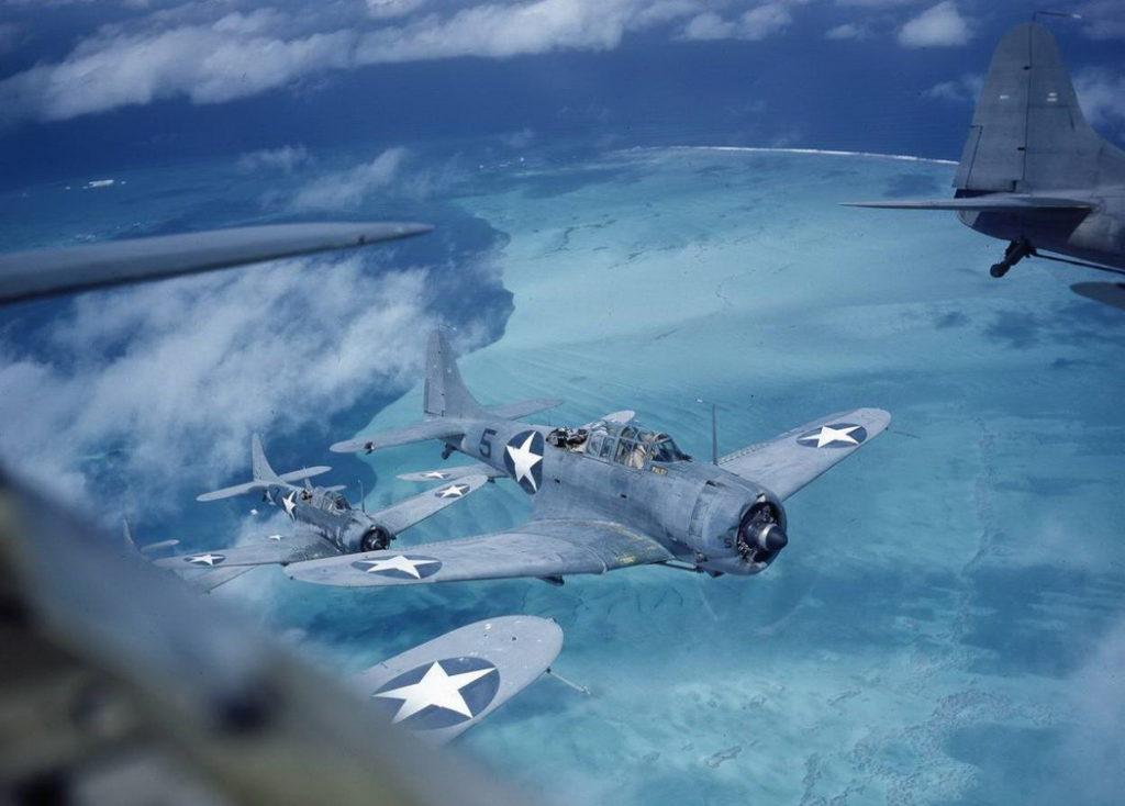 Formación de aparatos TBF Grumman Avenger.