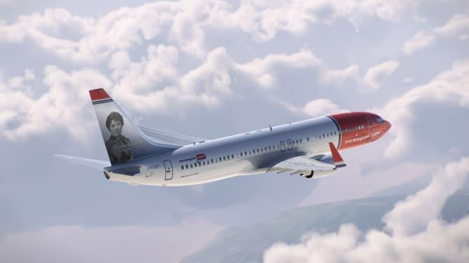 Boeing 737-800 dedicado a la escritora gallega Rosalía de Castro.