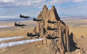 Sobrevolando Shiprock, Nuevo México, durante la gira Americana. Foto: Breitling.