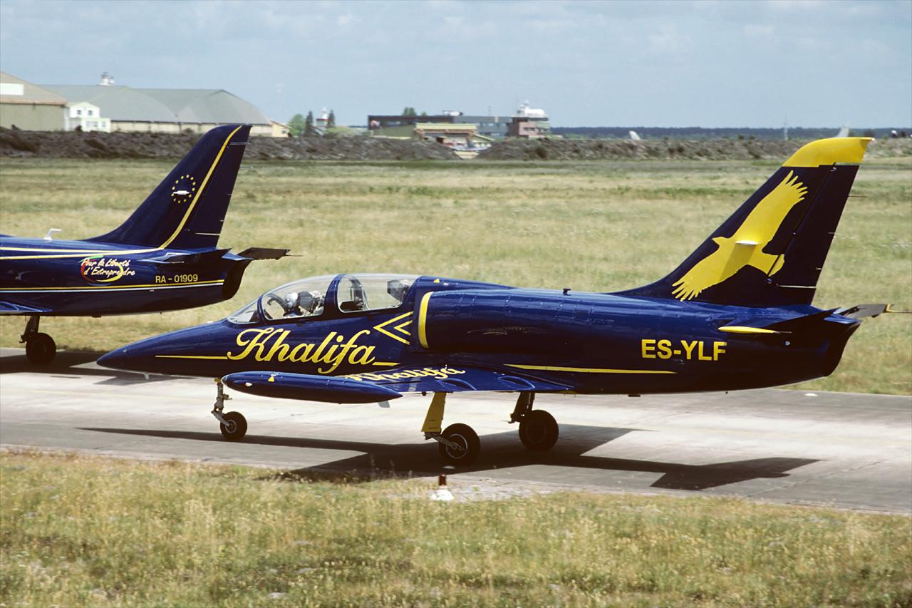 Khalifa Jet Team, Airshow Cazaux 2002.