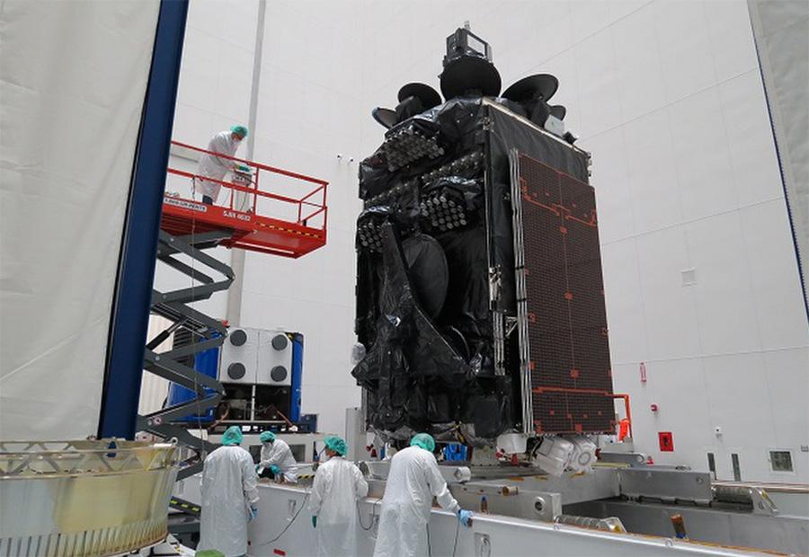 El satélite Inmarsat-5 F4 durante los preparativos del lanzamiento. Foto. Inmarsat