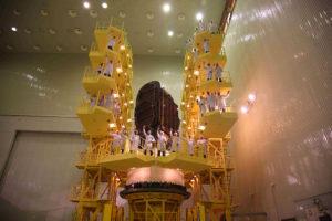 El satélite en las instalaciones de montaje