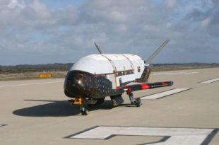 El X37 en pista tras haber aterrizado. Foto: U.S. Air Force