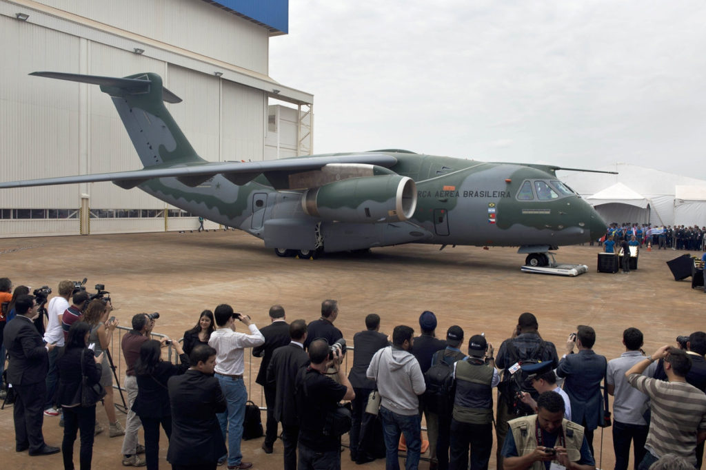 Roll Out del avión de transporte militar de Embraer KC-390 Foto: (Nelson Almeida/AFP via Getty Images)