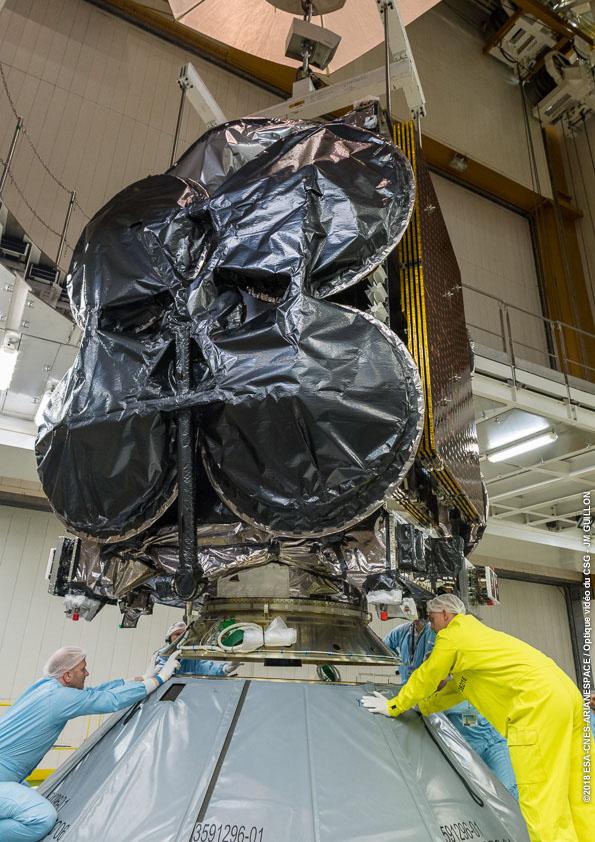 El Al Yah 3 al ser montado en el Ariane-5