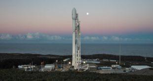 Imagen de un Falcon 9 de SpaceX listo para el lanzamiento