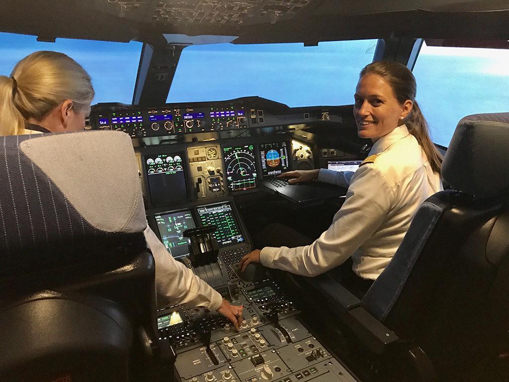 Lufthansa A380_Female_Cockpit