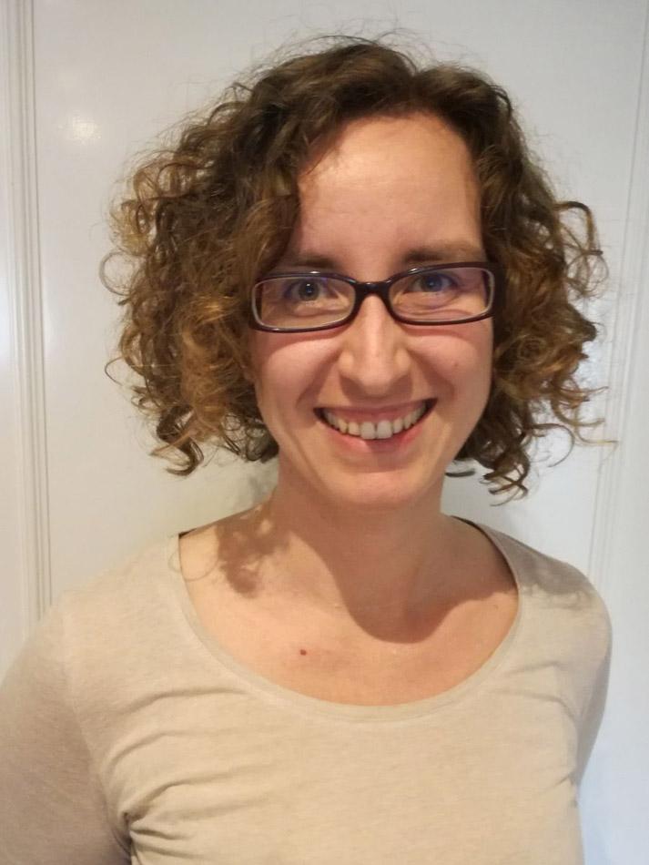 Lara Arche, ingeniera de Radio Frecuencia para Innovación dentro de la línea de Productos Pasivos de Thales Alenia Space.