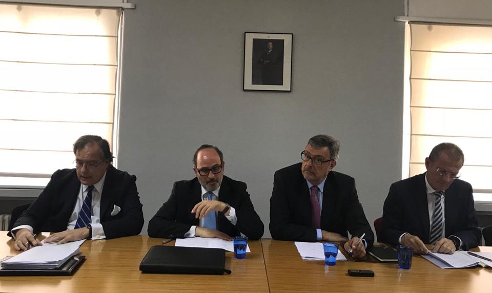 De izquierda a derecha, Javier Pradere, vicepresidente de defensa; Jaime de Rábago, presidente de TEDAE; Alfredo Martínez-Menéndez, vicepresidente de aeronáutica y Jorge Potti, vicepresidente de espacio.