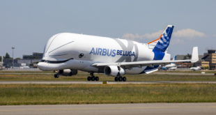 BelugaXL-First-Flight-Landing-02-