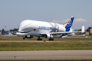 BelugaXL-First-Flight-Landing-02-