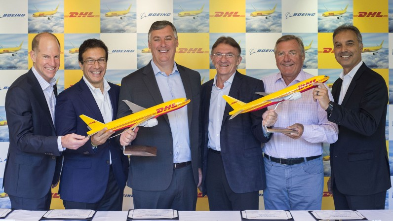 Kevin McAllister CEO Boeing Commercial Airplanes, Ihssane Mounir, VP de Ventas y Marketing The Boeing Company, Dan Abraham, VP de Ventas Europa Boeing Commercial Airplanes, Ken Allen, CEO DHL Express, Charlie Dobbie, COO DHL Express, Mike Parra, CEO DHL Express Americas